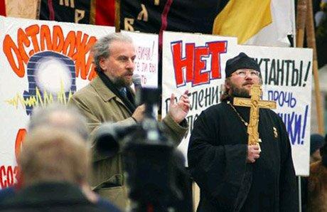 страшилки про секты рассказывает Дворкин со священником на улице обманывает людей