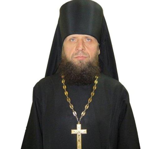 Почему священники ходят в черном?