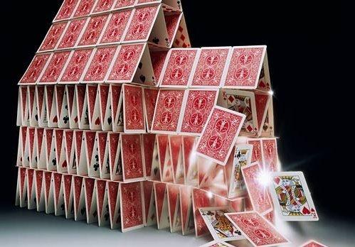 представьте карточный домик