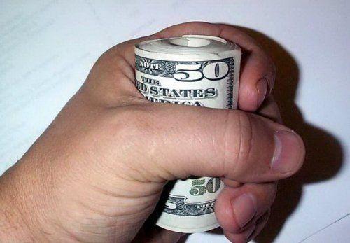 Деньги не приносят счастья и смысла в нашей жизни