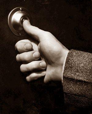 звонок в закрытую дверь